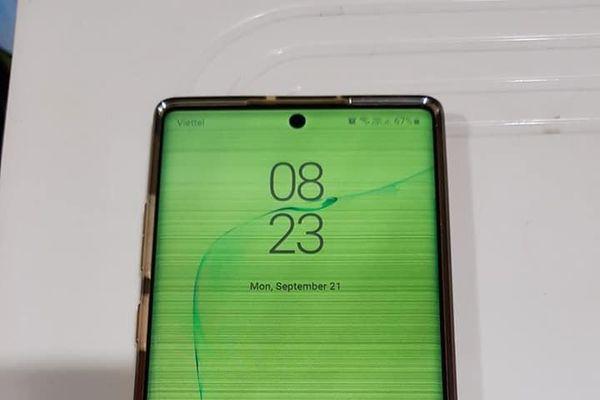 Galaxy Note 10 vừa hết bảo hành đã bị lỗi ám xanh hình ám xanh