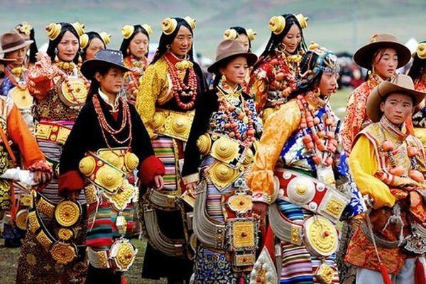 Bộ tộc đeo vàng 'khủng' trên người để thể hiện địa vị