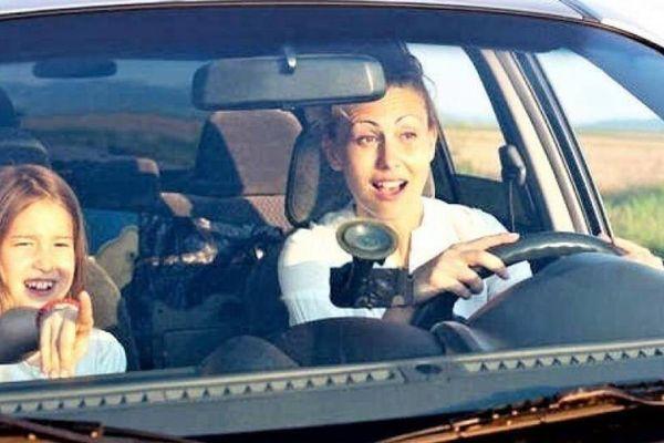 Bộ Công an muốn cấm trẻ em dưới 12 tuổi ngồi ghế trước xe ô tô