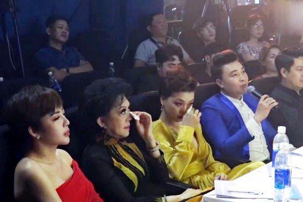 Danh ca Giao Linh bật khóc trước phần trình diễn bán kết 1 của thí sinh 'Ngôi Sao Âm Nhạc'
