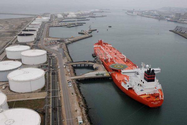 Giá dầu thô tăng nhẹ, hoạt động khai thác dầu thô tại Hoa Kỳ vẫn được duy trì bất chấp bão