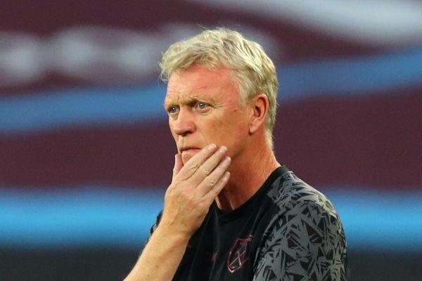 HLV David Moyes và 2 cầu thủ West Ham nhiễm nCoV
