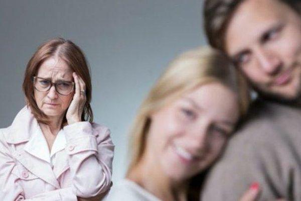 Mẹ vợ con rể xung đột vì chiếc áo ba lỗ