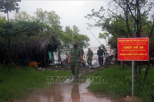 Chiến sĩ biên phòng trên trận tuyến chống dịch COVID-19 và buôn lậu