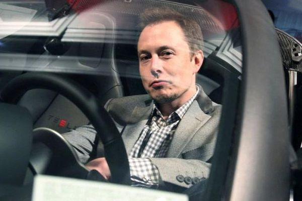 Elon Musk: Tesla sẽ sản xuất xe điện tự hành với giá chỉ 25.000 USD