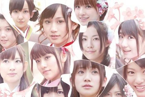 Trong thế giới fangirl: Dõi theo đôi chân trần của AKB48 chạy đến vinh quang và lớn lên