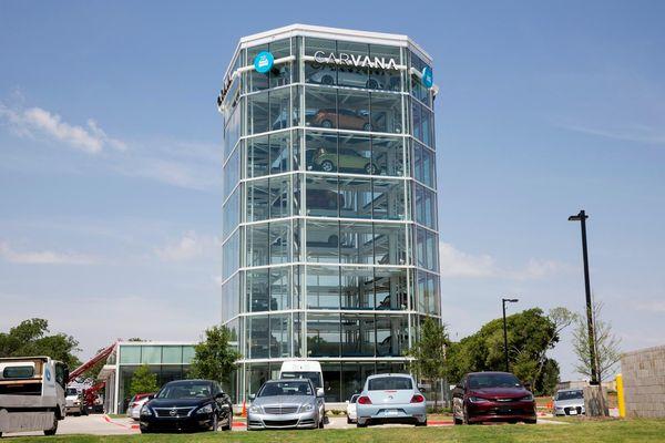 Kiếm 5 tỷ USD một ngày giữa đại dịch nhờ bán ôtô cũ