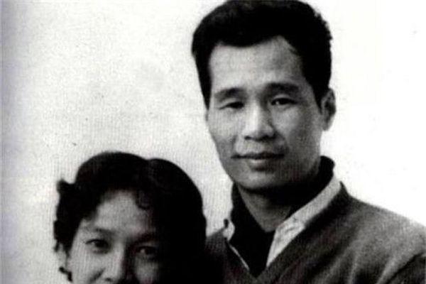 Vị hôn thê biến mất lúc nửa đêm, 40 năm hành động của người vợ khiến chồng bội phục