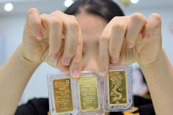 Giá vàng tiếp tục lao dốc, mất mốc 55 triệu đồng/lượng