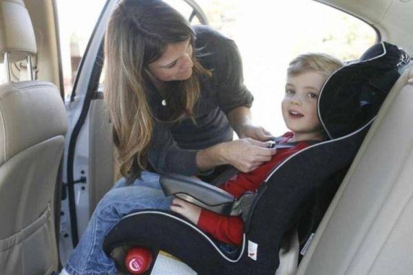 Nước ngoài quy định ghế ngồi của trẻ em trên xe tô tô như thế nào?