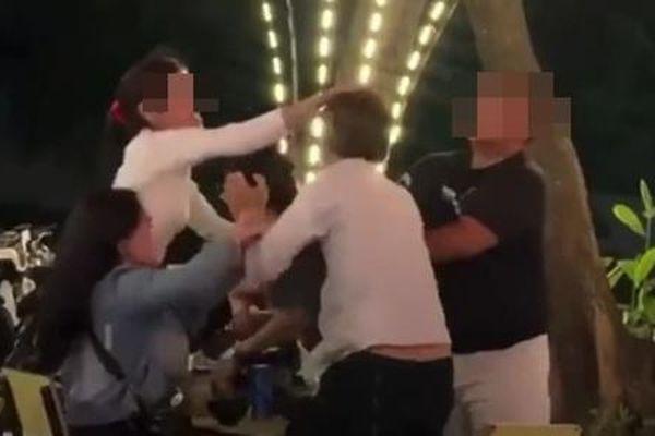Cô gái bị nhóm người đánh ghen te tua trong quán nhậu