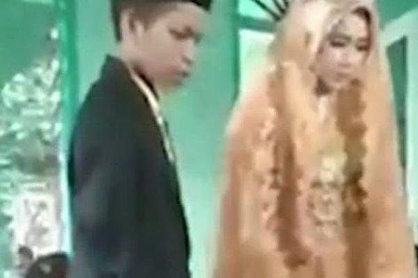 Cặp teen bị ép kết hôn vì hẹn hò sau hoàng hôn