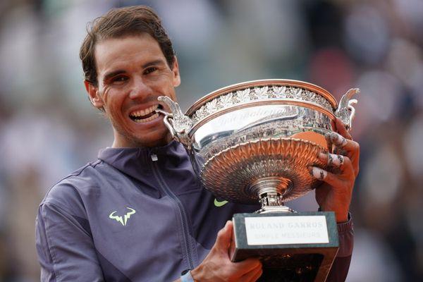 Nadal gặp khó trong hành trình bảo vệ danh hiệu Pháp mở rộng