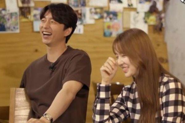 Phản ứng của Gong Yoo và Yoon Eun Hye khi xem lại cảnh hôn