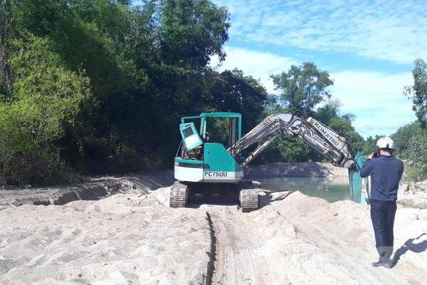 Khai thác cát uy hiếp công trình thủy lợi