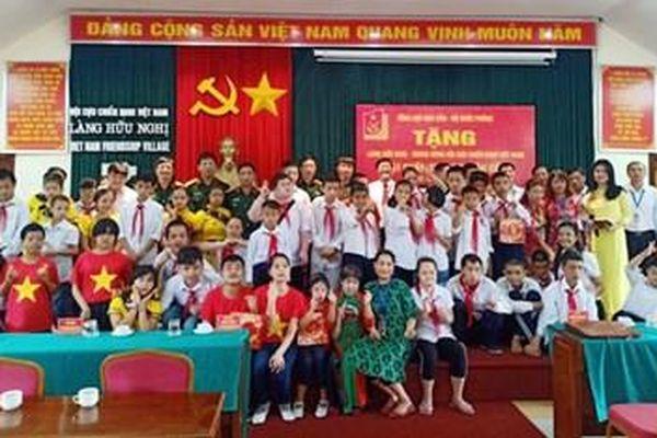 Tổng cục Hậu cần trao vật chất, trang bị hậu cần tặng Làng Hữu nghị Việt Nam