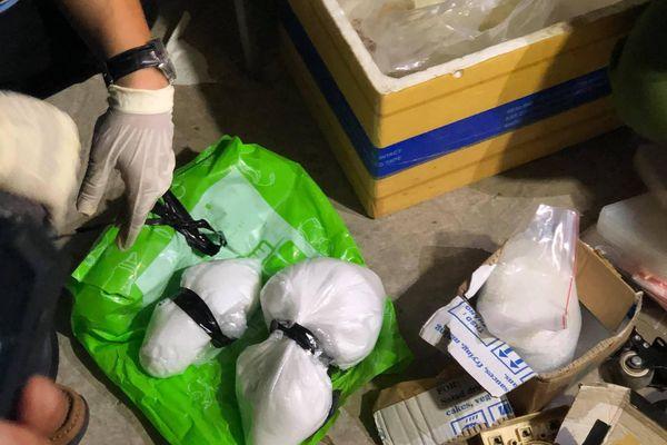 Quảng Ngãi: Bắt giữ đối tượng tàng trữ hơn 5kg chất rắn tinh thể màu trắng nghi ma túy