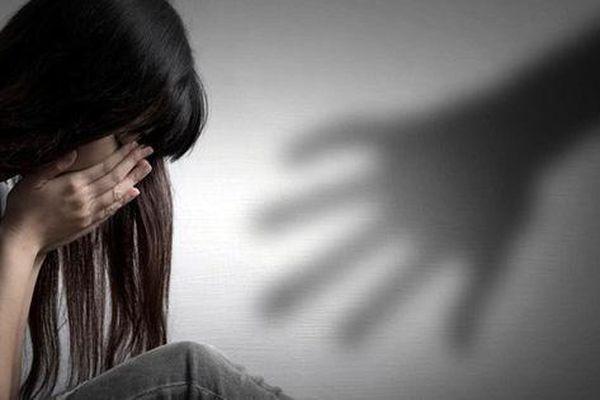 Con bị xâm hại, bố mẹ đừng nhắm mắt bỏ qua cho kẻ làm tổn thương con mình