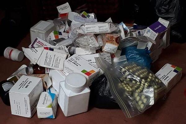 Hơn 120 người bị bắt vì buôn thuốc, khẩu trang giả trên mạng