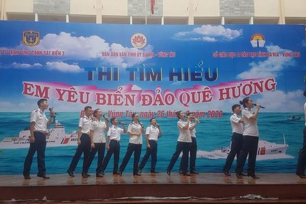 Ngày công tác dân vận Cảnh sát biển đồng hành với ngư dân