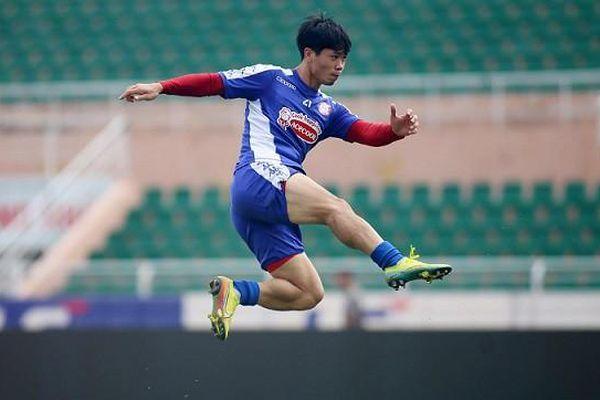 Công Phượng tiếp tục bay cao, Quang Hải và đồng đội quyết lấy 3 điểm trên sân khách