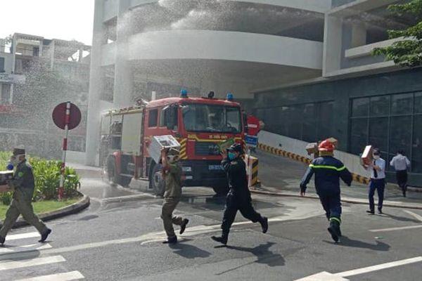 Diễn tập phương án chữa cháy, cứu nạn tại tòa nhà cao tầng ở quận Hoàng Mai
