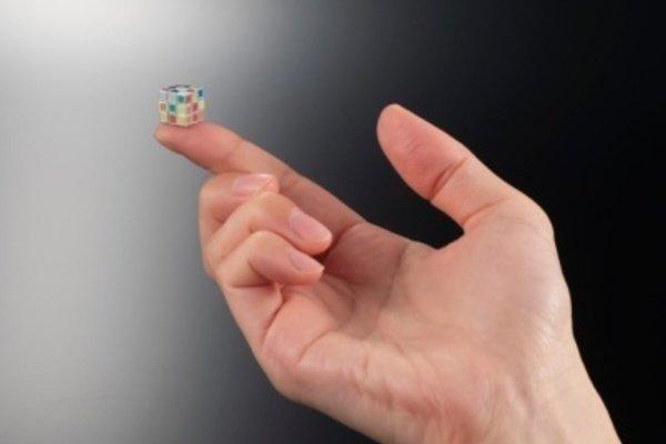 Chiêm ngưỡng khối rubik nhỏ nhất thế giới của người Nhật Bản