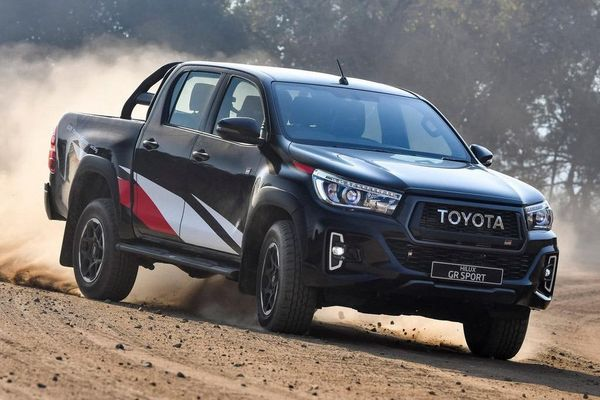 Toyota Hilux sẽ có bản hiệu suất cao cạnh tranh với Ford Ranger Raptor
