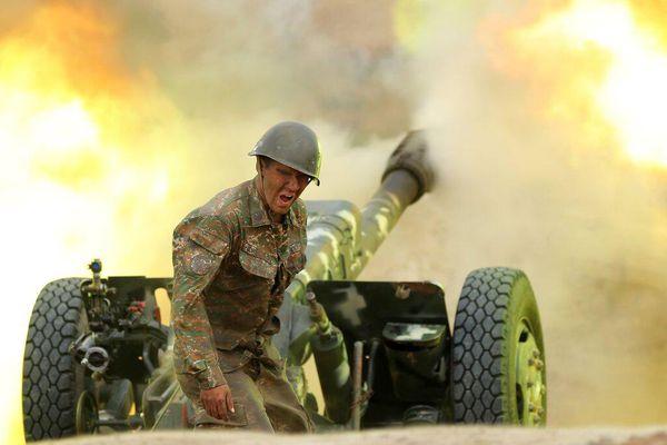 Xung đột Armenia - Azerbaijan leo thang với vũ khí hạng nặng