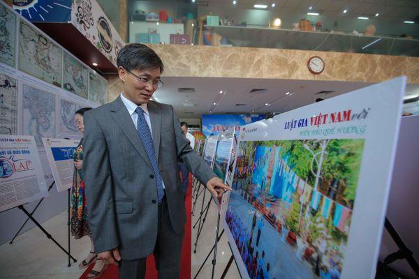 Trưng bày ảnh 'Luật gia Việt Nam với Biển, đảo quê hương': Khơi gợi tình yêu, chủ quyền biển đảo