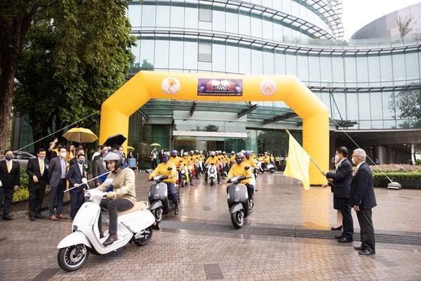 Thái Lan ra mắt xe máy điện và thuyền chạy điện