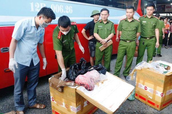 Hà Tĩnh: Bắt giữ xe vận chuyển 250 kg động vật đã bốc mùi hôi thối