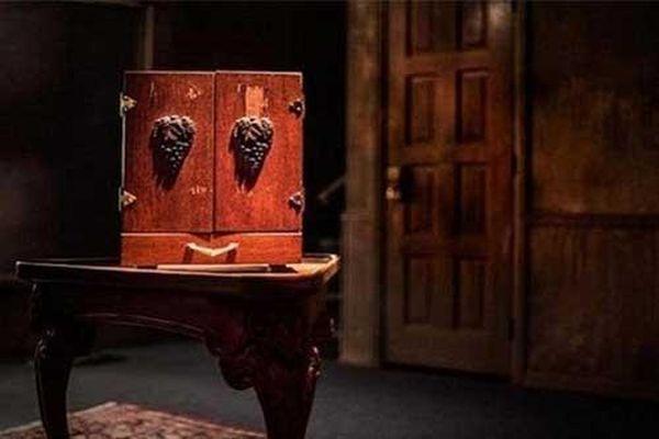 Kỳ bí chiếc hộp của cụ bà Do Thái luôn 'gây họa' cho mọi người