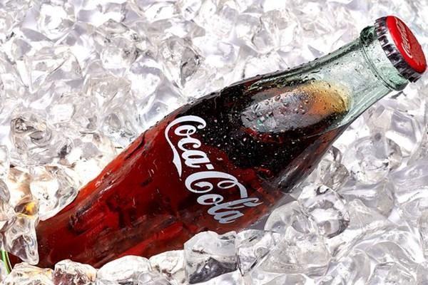 Coca-Cola với chiếc vỏ chai 'huyền thoại'