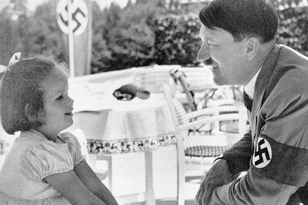 Trùm phát xít Hitler qua những bức ảnh tuyên truyền của Đức Quốc xã
