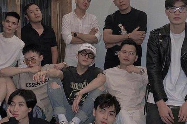 Sơn Tùng M-TP đăng ảnh kỉ niệm 8 năm debut hội tụ toàn 'cực phẩm' trai đẹp của công ty, nhưng lại thiếu một người quan trọng?