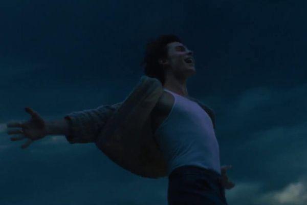 Lấy cảm hứng từ hai series phim đình đám 'Harry Potter' và 'Twilight', Shawn Mendes vẽ lên bức tranh đầy huyền bí trong 'Wonder'