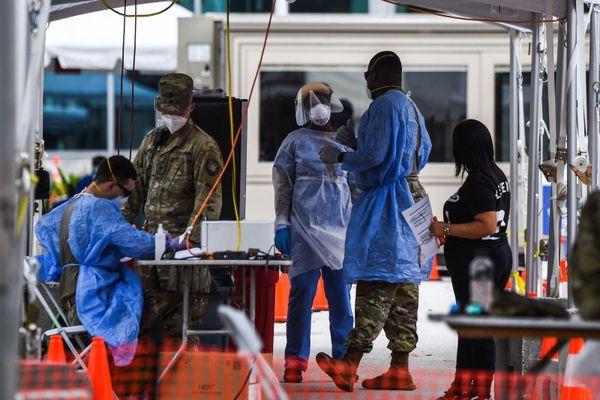 Báo WSJ: Mỹ để COVID-19 lây nhiễm cộng đồng nhiều tháng mới phát hiện ra