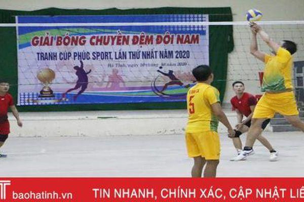 12 CLB phong trào ở TP Hà Tĩnh tranh tài bóng chuyền đệm đôi nam