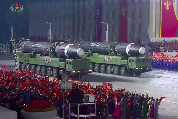 Hàn Quốc họp khẩn sau khi Triều Tiên phô diễn sức mạnh tên lửa
