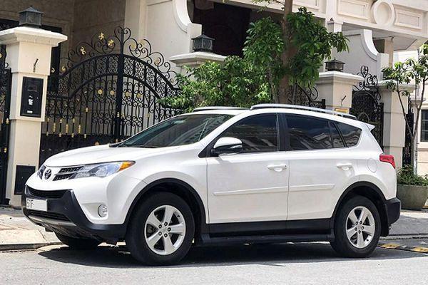 Toyota RAV4 nhập Mỹ 'dùng chán', bán đắt hơn Honda CR-V 2020