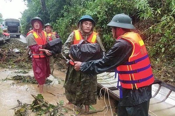 BĐBP các tỉnh tiếp tục cứu trợ, hỗ trợ người dân khắc phục hậu quả do mưa lũ gây ra