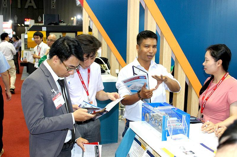 Gỡ vướng thủ tục cho doanh nghiệp Việt đầu tư ra nước ngoài