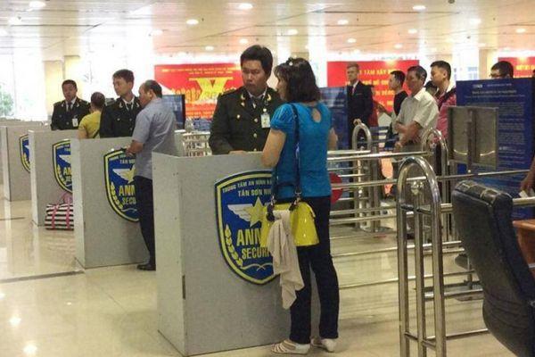 Liên tiếp lộ mặt kẻ ăn trộm đồ của khách bay