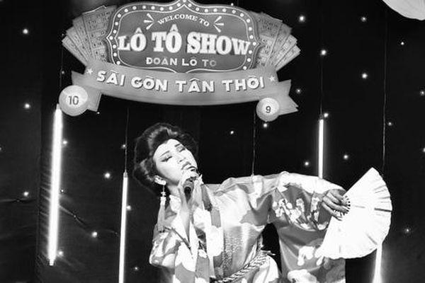 Bà bầu đoàn hát lô tô Sài Gòn Tân Thời đi bán lạp xưởng để nuôi nghề diễn