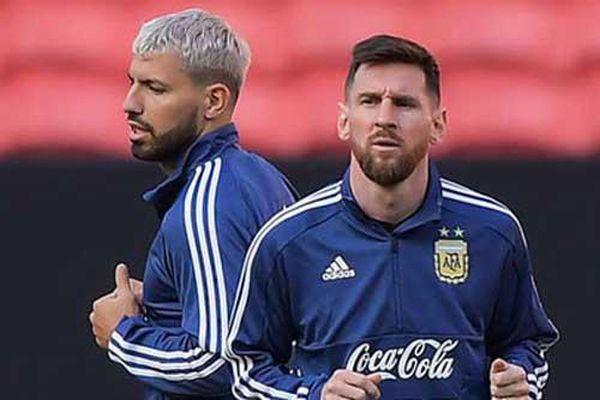 Aguero: 'Tôi và Messi như cặp vợ chồng già'