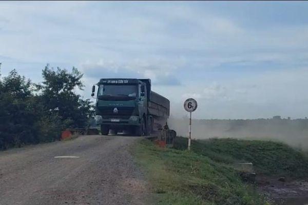Đắk Lắk: Xe chở đá 'tác oai tác quái'