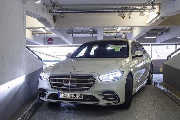 Xe Mercedes-Benz sẽ được trang bị công nghệ đỗ xe hoàn toàn tự động