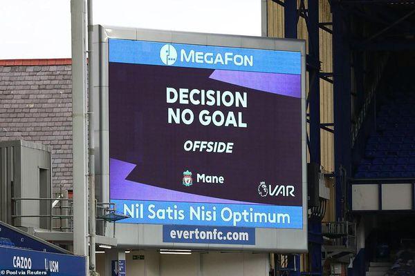 VAR gây tranh cãi, Liverpool chia điểm kịch tính với Everton