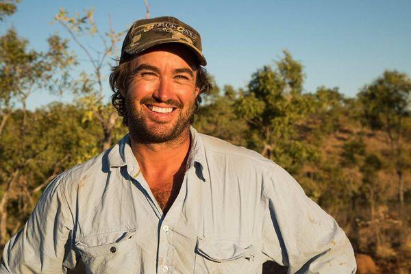 Người đàn ông Australia huấn luyện cá sấu như thú cưng